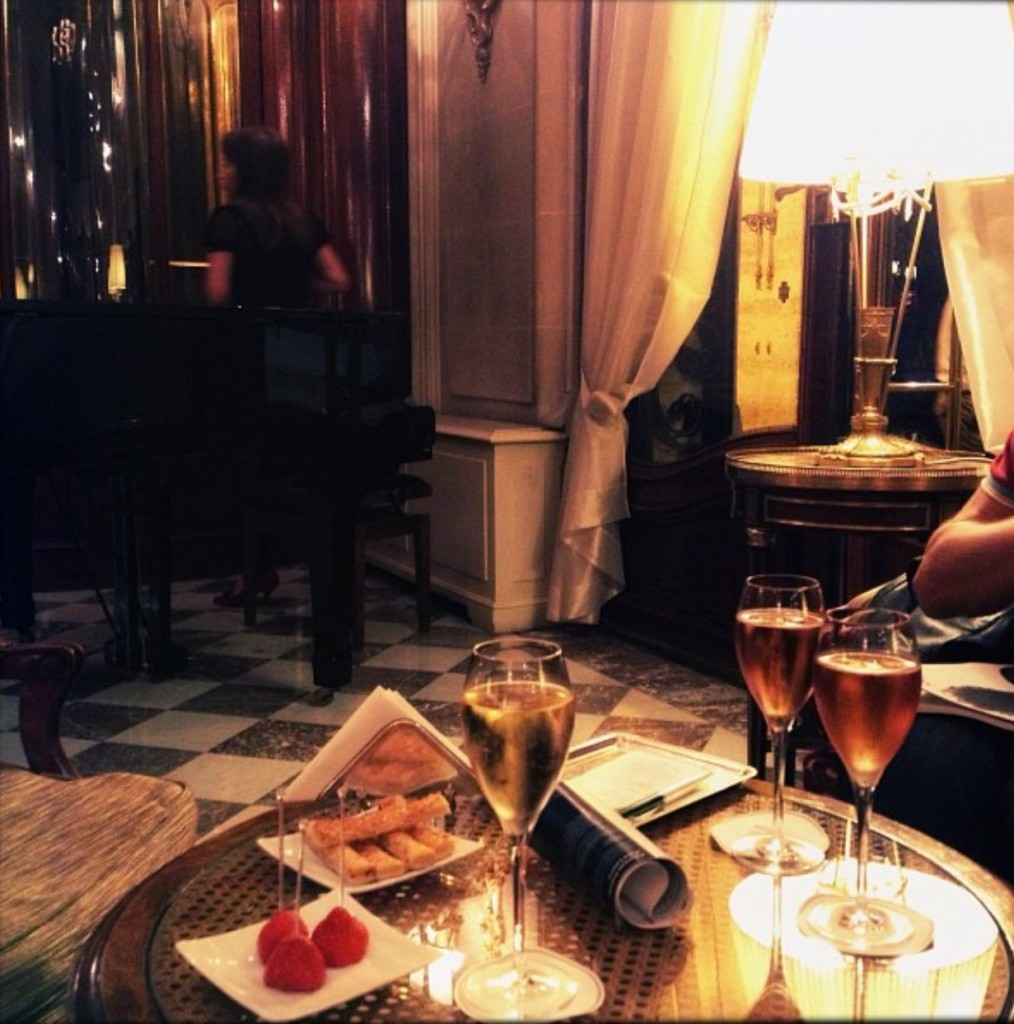 Hotel Regina Evening Drinks