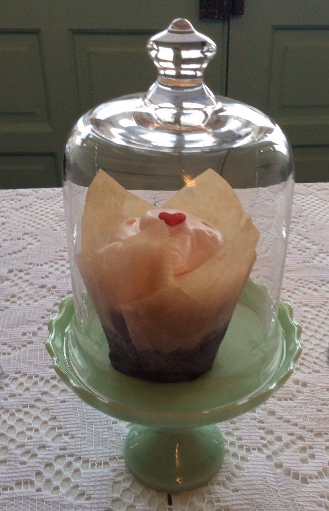 Tirzah Real Wedding Cupcake